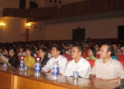 Hội nghị gặp gỡ, đối thoại đại diện với sinh viên lần thứ nhất