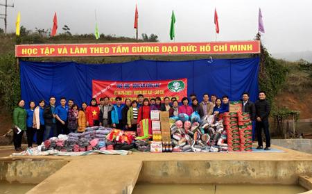 """Hành trình tình nguyện """"Đông ấm vùng cao"""" năm 2016 của CLB sinh viên tình nguyện Khoa VHDTTS"""