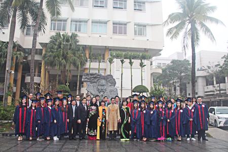 Lễ vinh danh sinh viên tốt nghiệp vượt tiến độ