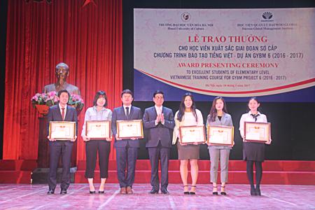 Lễ trao thưởng cho học viên xuất sắc giai đoạn I và tổ chức tất niên đón tết cổ truyền Việt Nam cho sinh viên Hàn Quốc