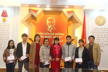 CLB Chia sẻ trao học bổng cho sinh viên nghèo vượt khó