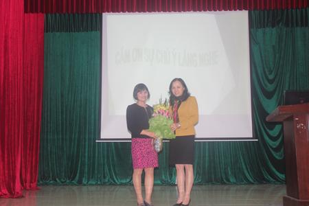 """ThS. Bs Lê Thị Hải - GĐ Trung tâm Dinh dưỡng nói về """"Phụ nữ với tổ chức bữa ăn gia đình hợp lý"""" tại Trường Đại học Văn Hóa Hà Nội"""