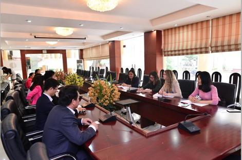 Chuyên gia quốc tế về phát triển thư viện thăm và làm việc tại Trường Đại học Văn hóa Hà Nội
