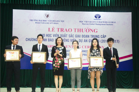 Lễ trao thưởng cho học viên xuất sắc giai đoạn II, chương trình đào tạo tiếng Việt - dự án GYBM6