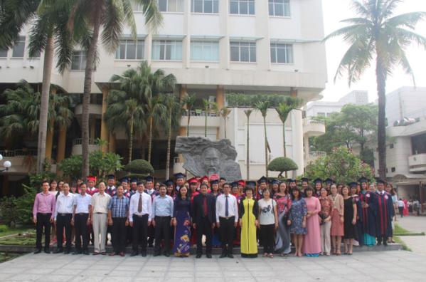 Lễ bế giảng và trao bằng tốt nghiệp cho tiến sĩ, thạc sĩ, cử nhân 2017