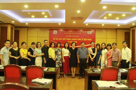 """Hội thảo khoa học với chủ đề: """"Để du lịch trở thành ngành kinh tế mũi nhọn ở Việt Nam""""."""