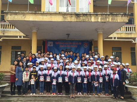 """Chương trình tình nguyện """"Đông yêu thương 2018"""" của Đoàn viên khoa Di sản văn hóa"""