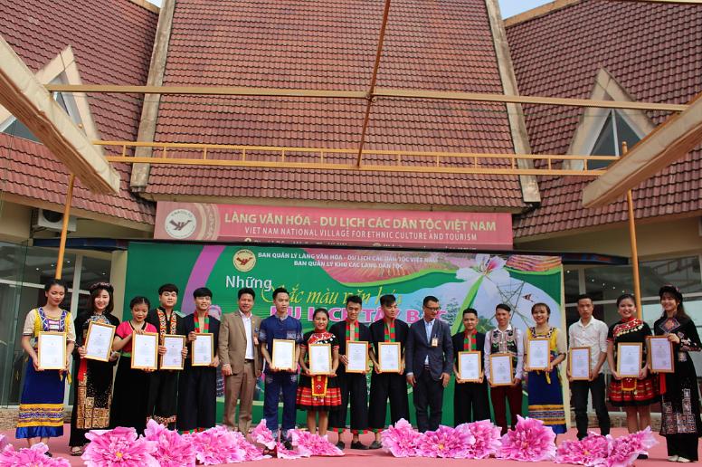 Làng Văn hóa - Du lịch các dân tộc Việt Nam: Nơi thể hiện tình yêu nghệ thuật truyền thống của sinh viên khoa Văn hóa dân tộc thiểu số