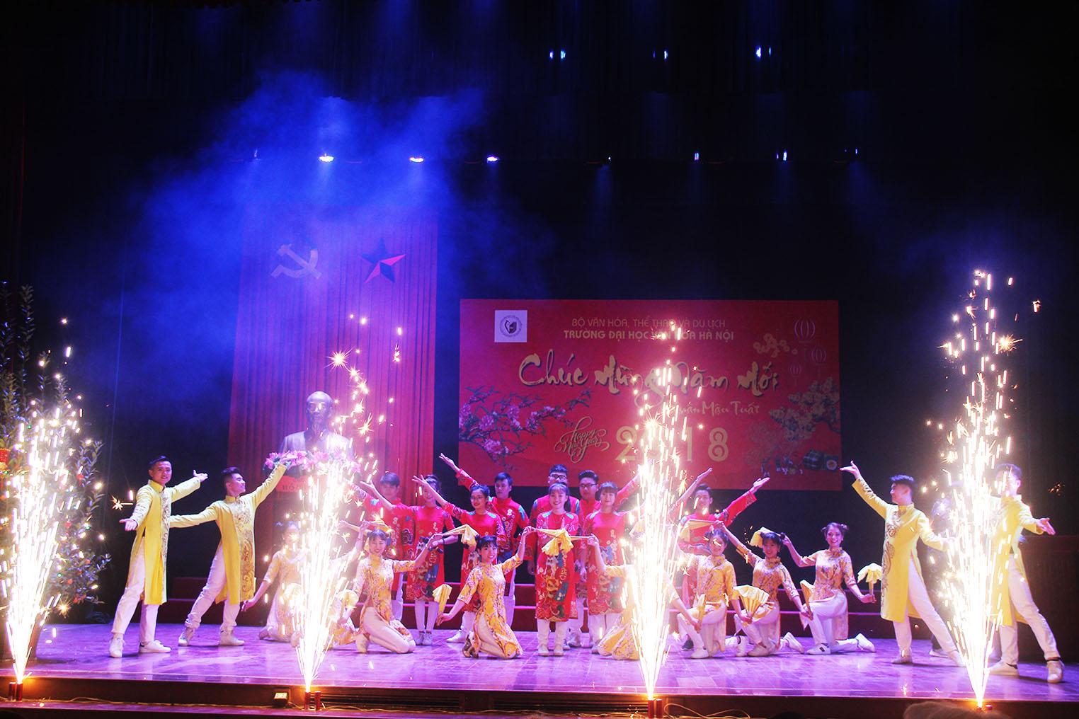 Đón xuân Mậu Tuất 2018: Những cái nhất của Trường Đại học Văn hóa Hà Nội trong năm 2017 - Đòn bẩy từ nền tảng vững chắc