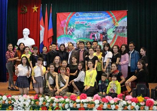 Chương trình nghệ thuật Sắc màu Việt Nam của sinh viên khoa Văn hóa Dân tộc thiểu số