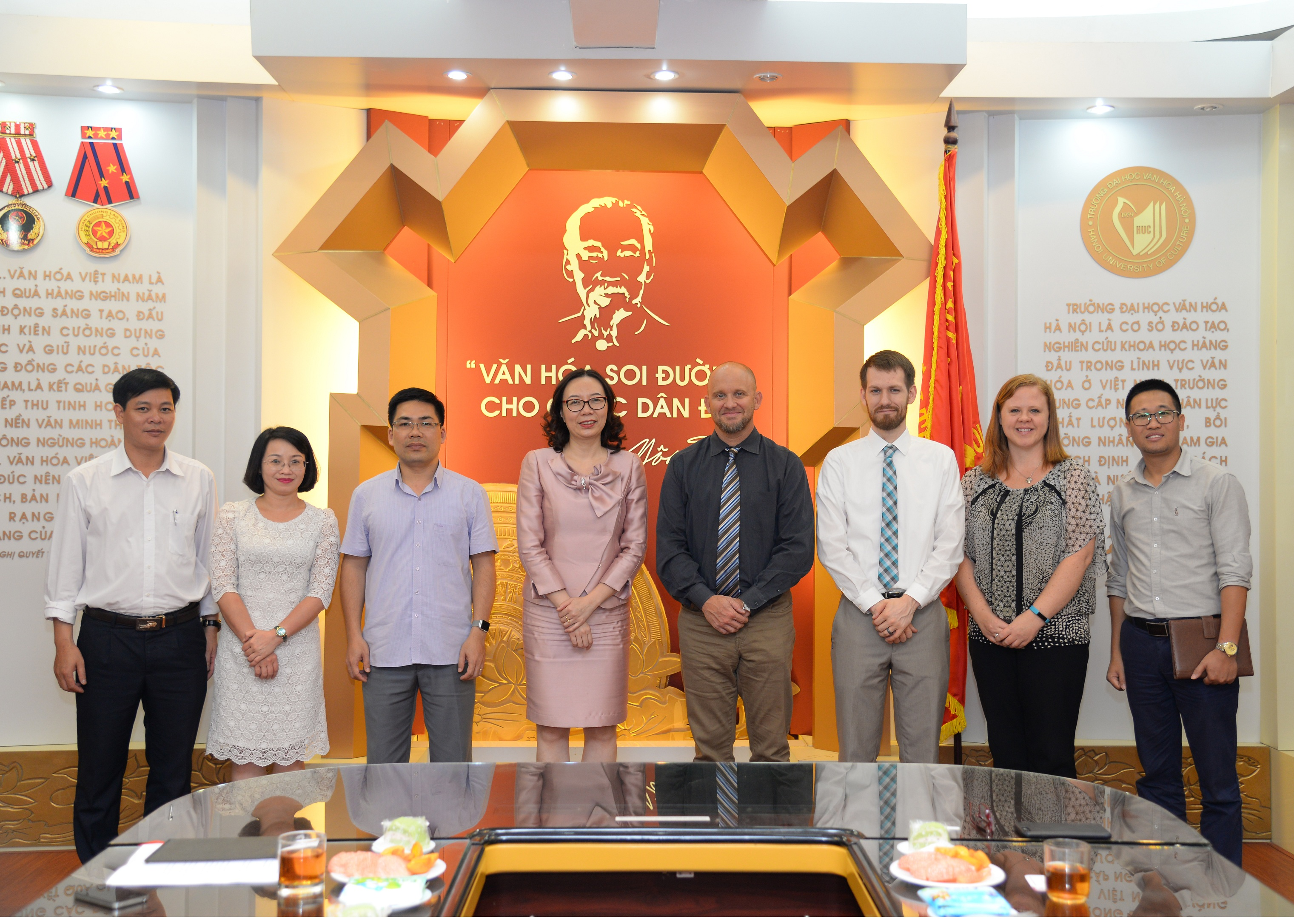 The delegation of English Language Institute (American) visited and had working session in Hanoi University of Culture