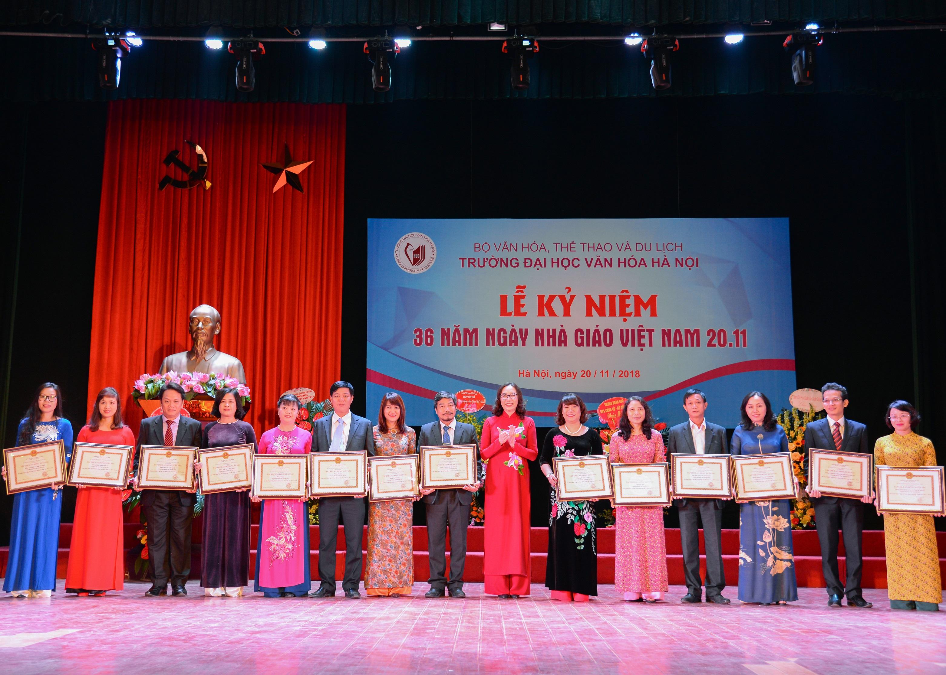 Long trọng kỷ niệm 36 năm Ngày Nhà giáo Việt Nam (20/11/1982 - 20/11/2018)