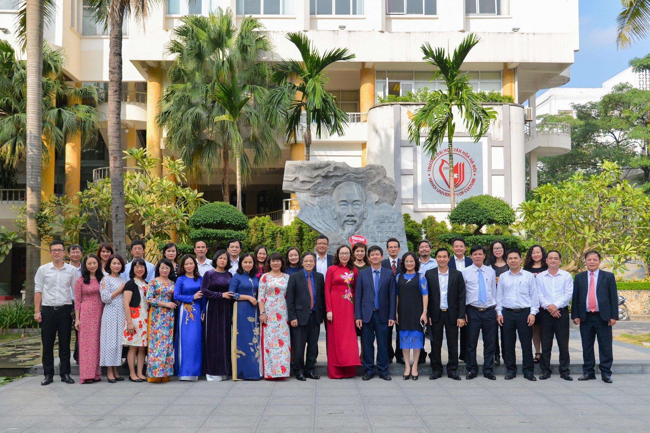 Thứ trưởng Bộ VHTTDL Lê Quang Tùng chúc mừng Trường Đại học Văn hóa Hà Nội nhân ngày 20/11