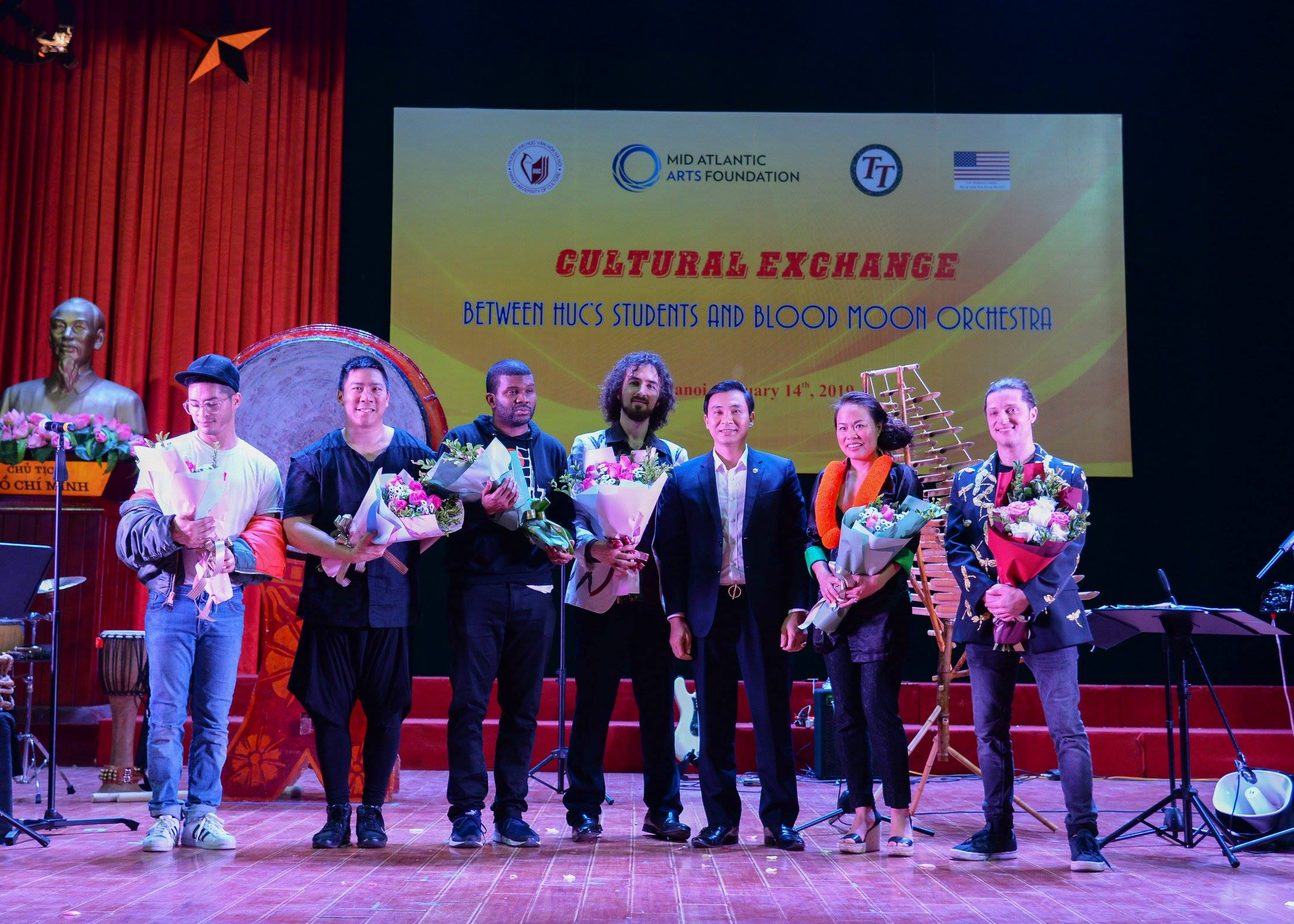 """Buổi giao lưu âm nhạc độc đáo giữa sinh viên Trường Đại học Văn hóa Hà Nội và ban nhạc """"Blood Moon"""""""