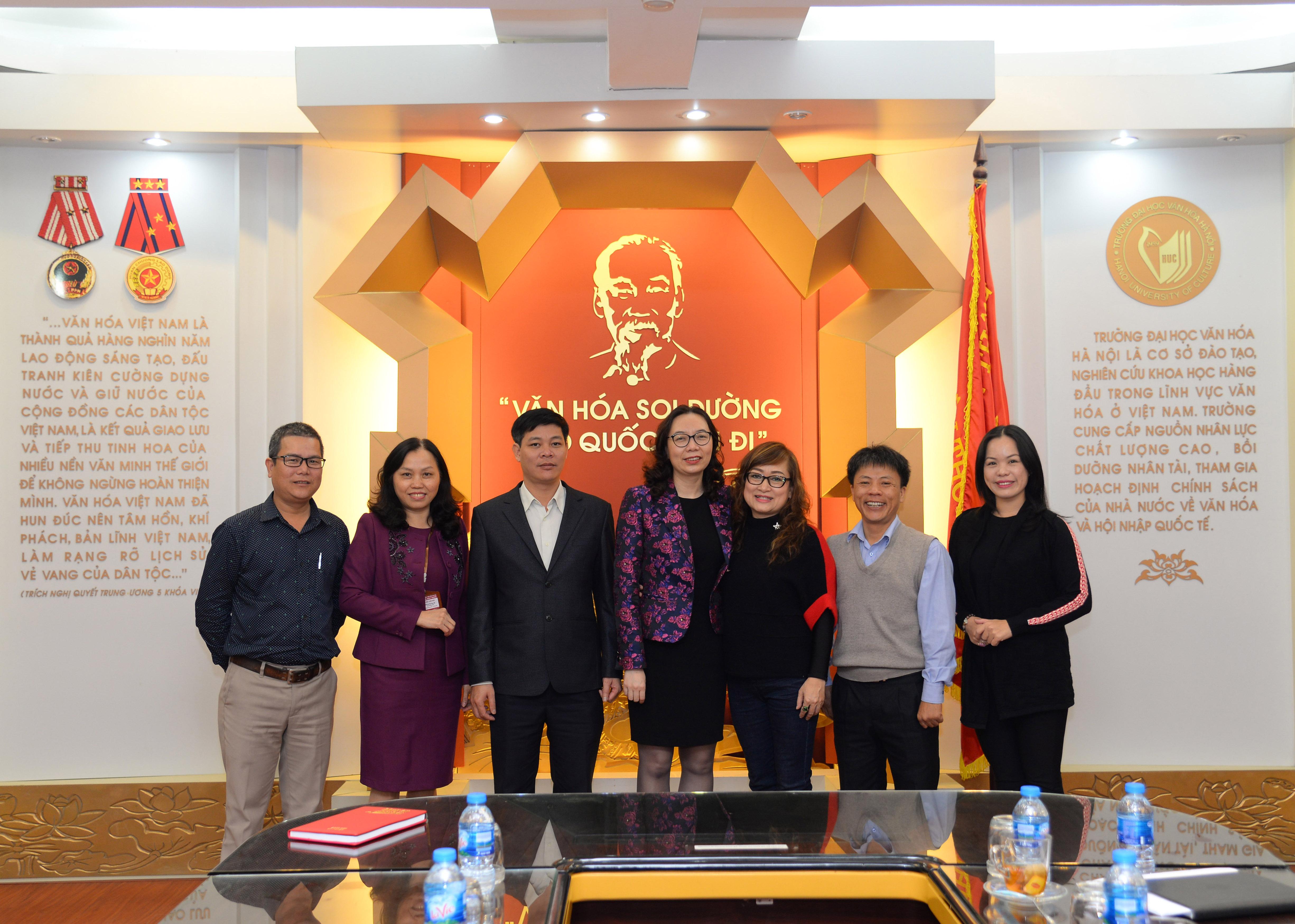 Làm việc với Trường Trung cấp VHNT Thừa Thiên Huế