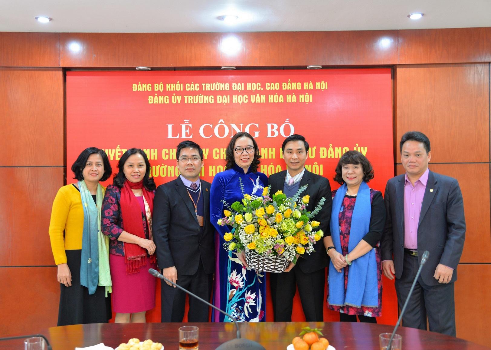 Công bố Quyết định chuẩn y chức danh Bí thư Đảng ủy Trường Đại học Văn hóa Hà Nội cho Hiệu trưởng Phạm Thị Thu Hương