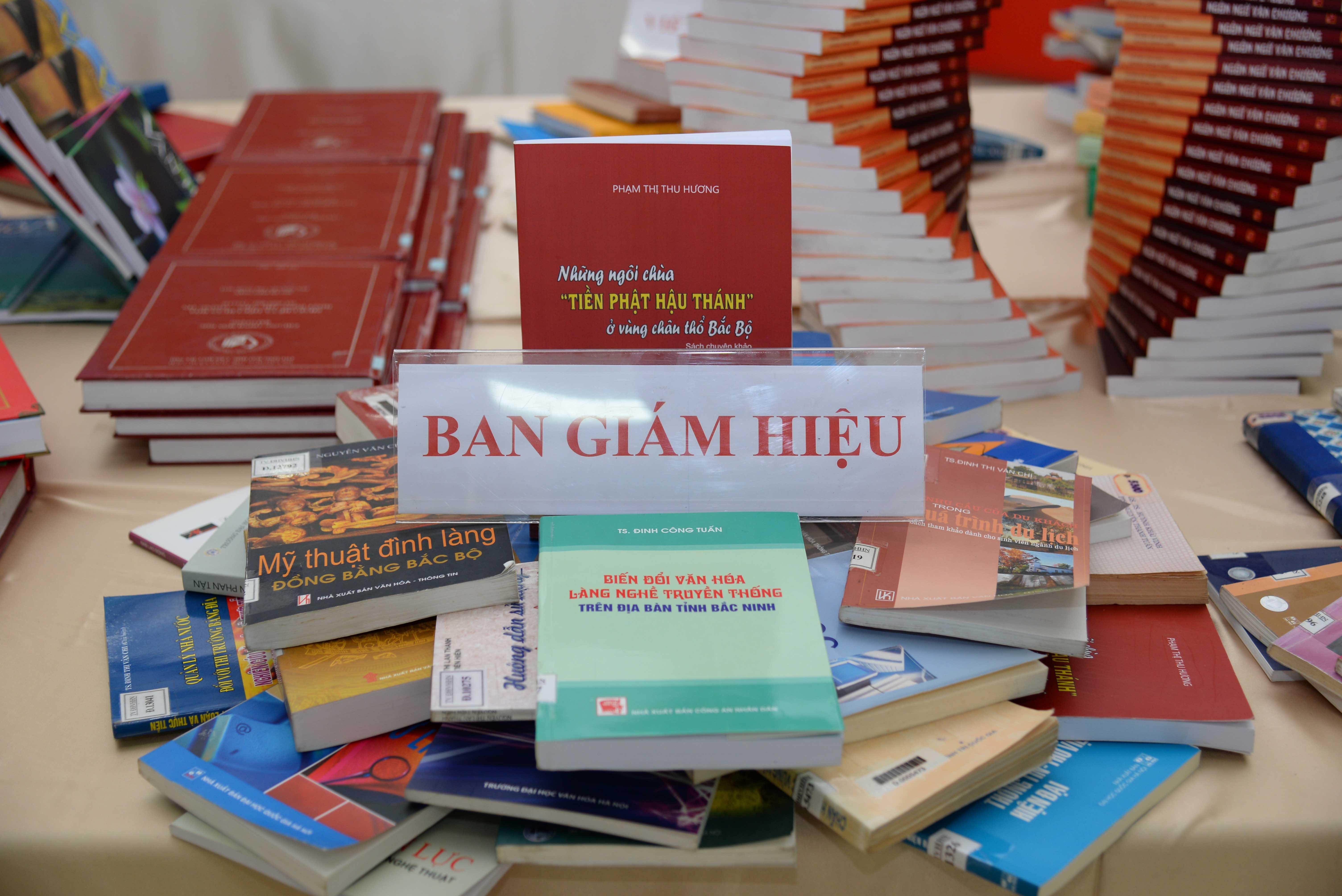 Khai mạc triển lãm sách kỷ niệm 60 năm thành lập Trường Đại học Văn hóa Hà Nội