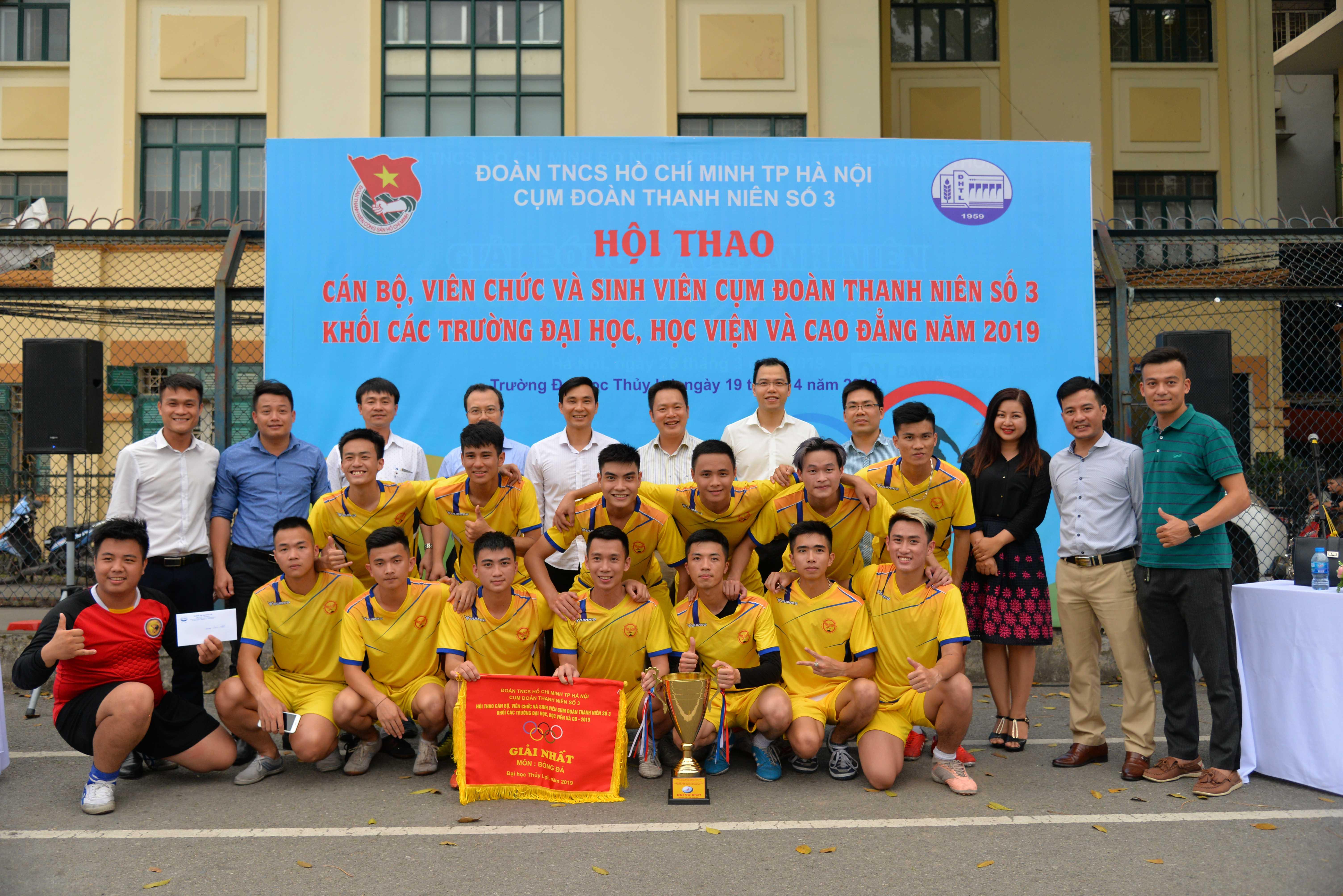 Lễ bế mạc và chung kết bóng đá Hội thao Cụm Đoàn Thanh niên số 3