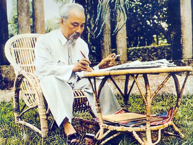 Tư tưởng Hồ Chí Minh về giáo dục và sự vận dụng của Đảng ta trong việc đổi mới đào tạo giáo viên giai đoạn hiện nay