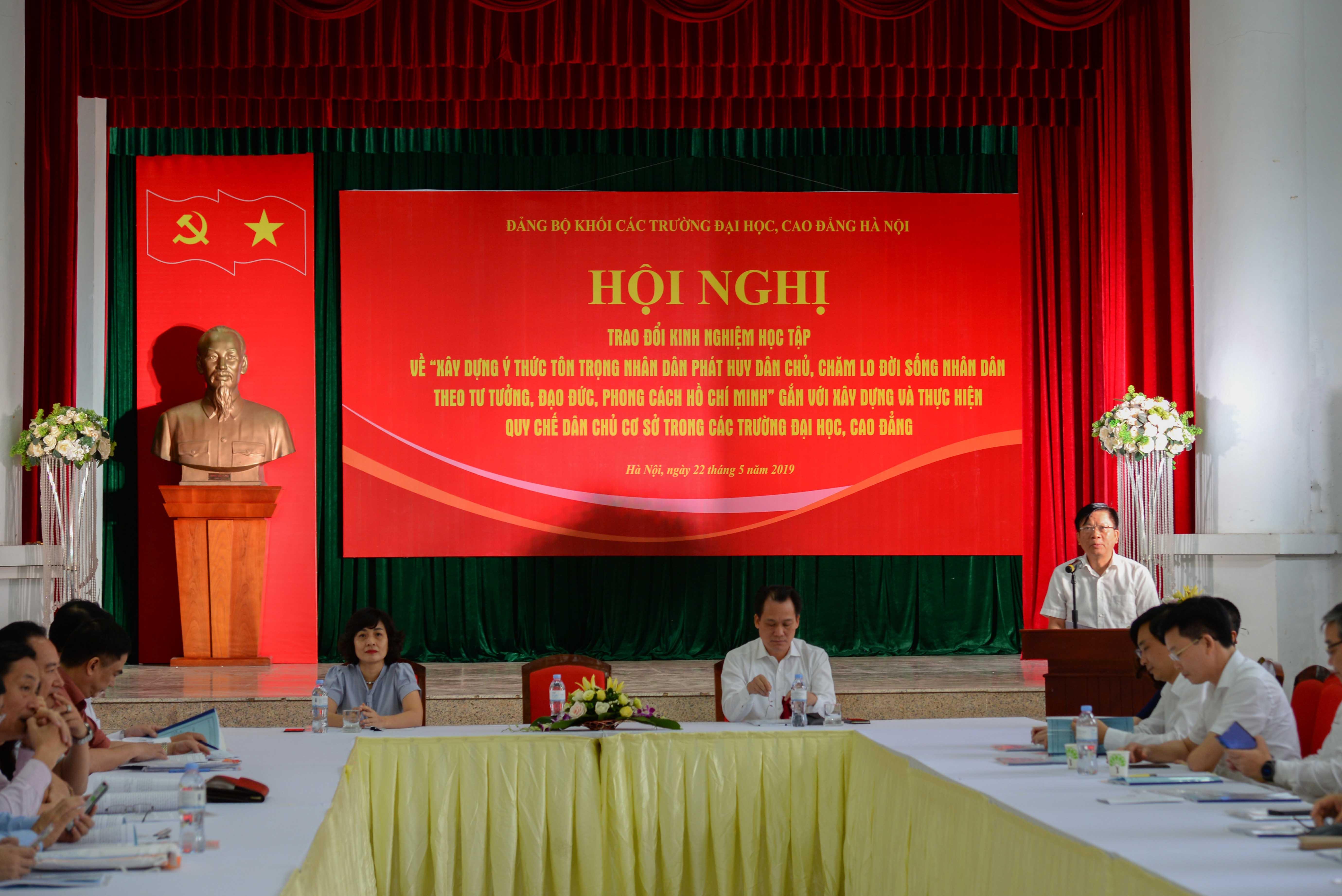 """Hội nghị trao đổi kinh nghiệm về """"Xây dựng ý thức tôn trọng nhân dân, phát huy dân chủ, chăm lo đời sống nhân dân theo tư tưởng, đạo đức, phong cách Hồ Chí Minh"""" trong các trường đại học, cao đẳng"""