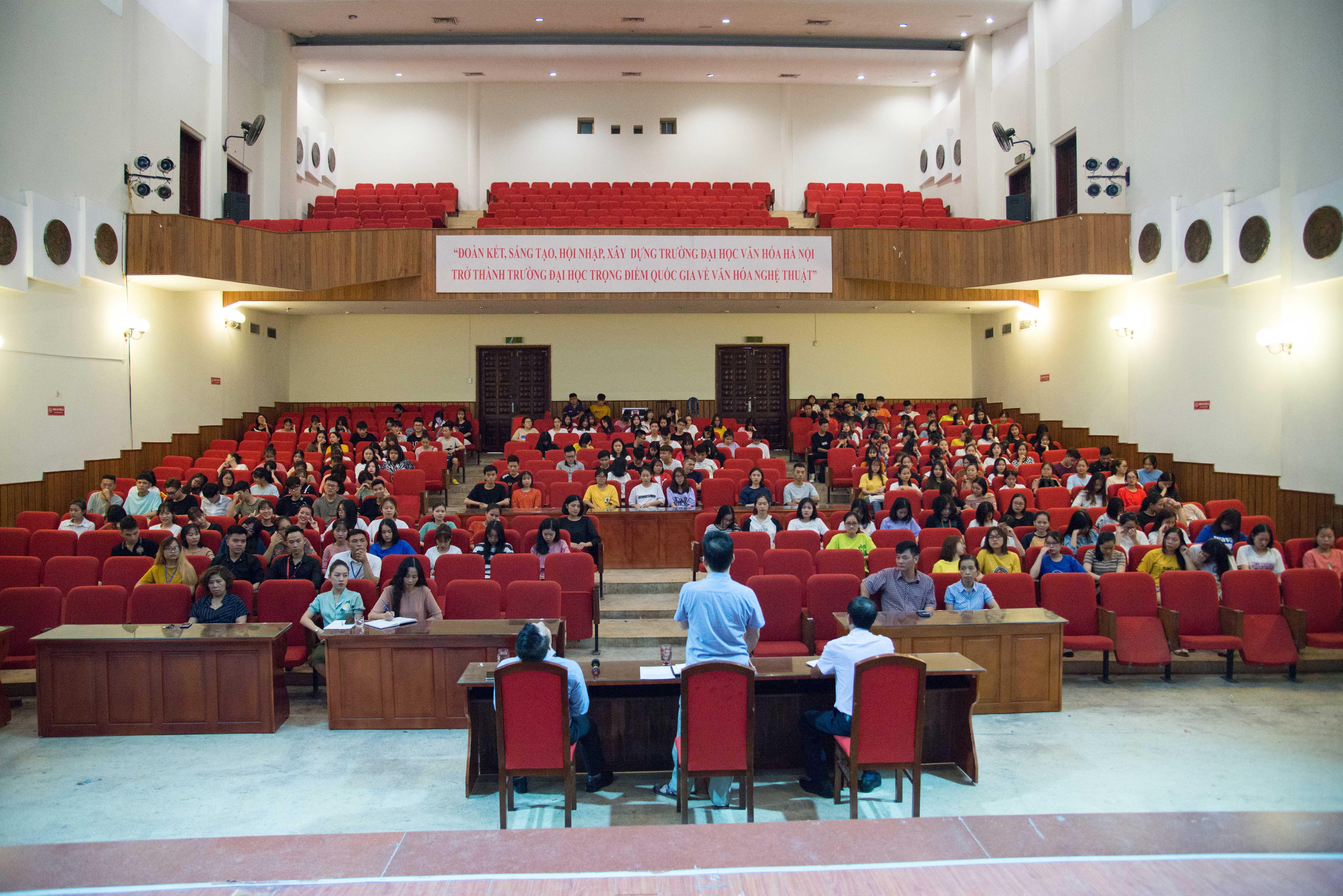 Gặp mặt, đối thoại với sinh viên nội trú năm 2019