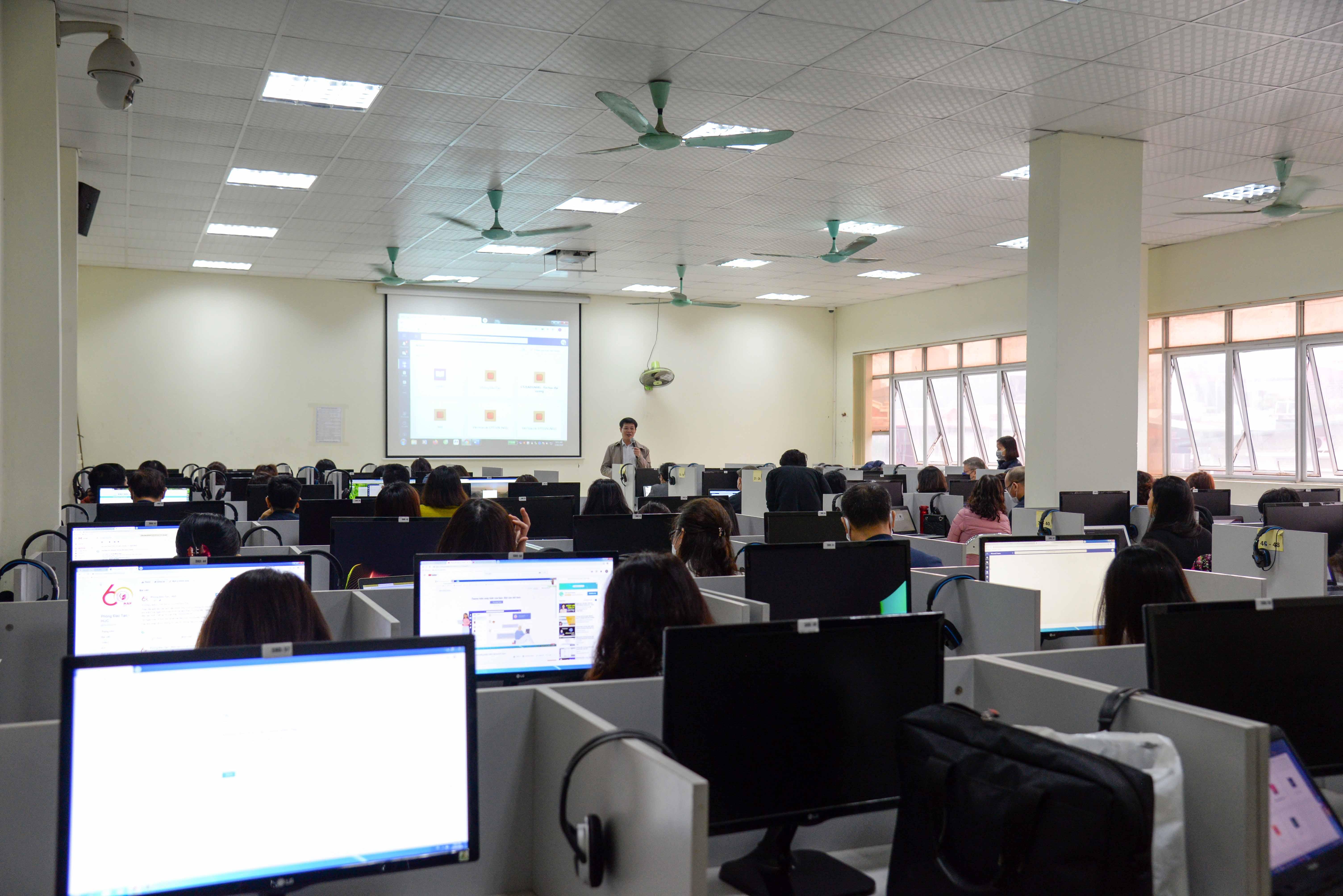 Trường Đại học Văn hóa Hà Nội tổ chức tập huấn giảng dạy trực tuyến