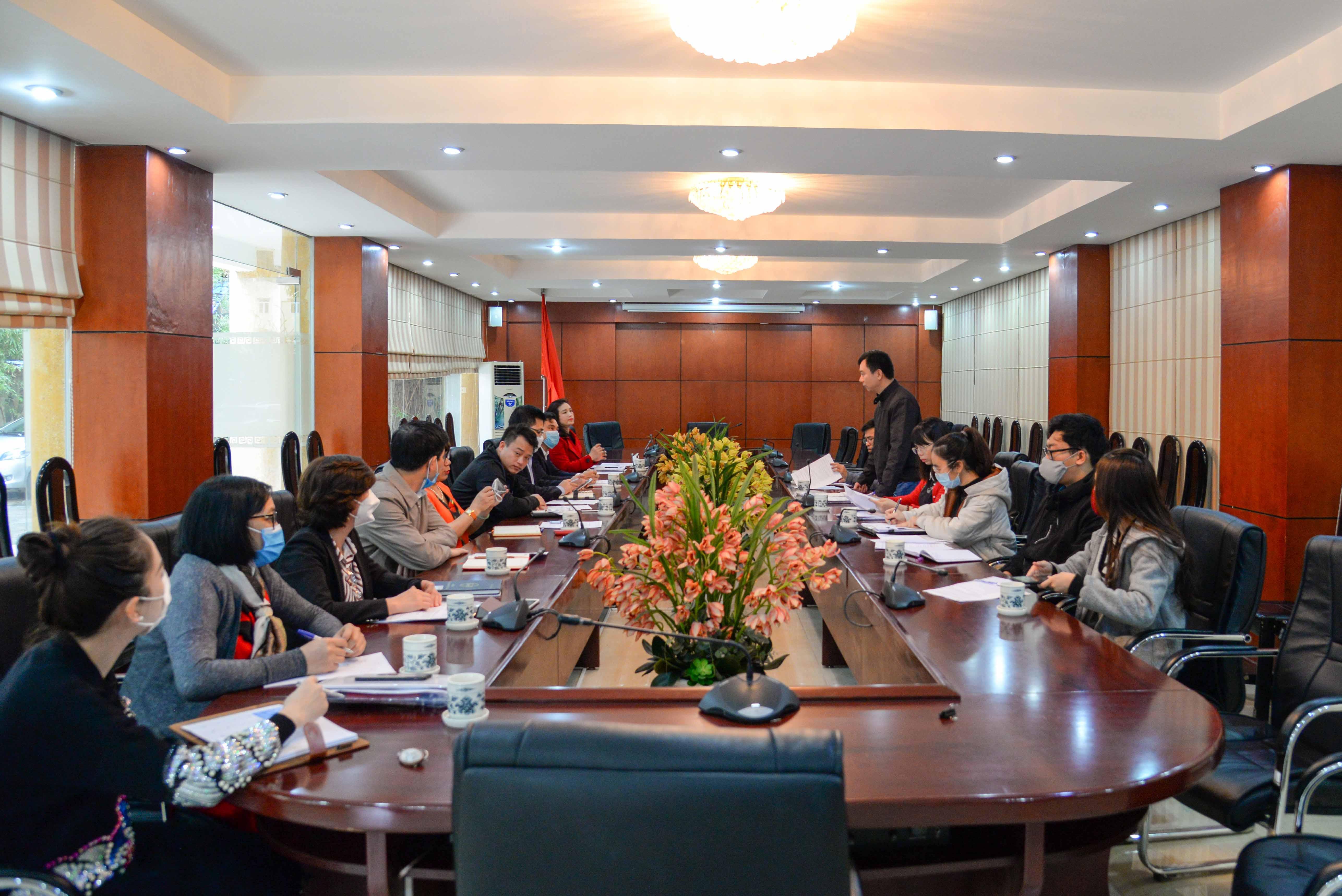 Làm việc với Đoàn kiểm tra công tác phòng, chống dịch bệnh Covid-19 của Trung tâm Kiểm soát bệnh tật thành phố Hà Nội và Trung tâm Y tế quận Đống Đa