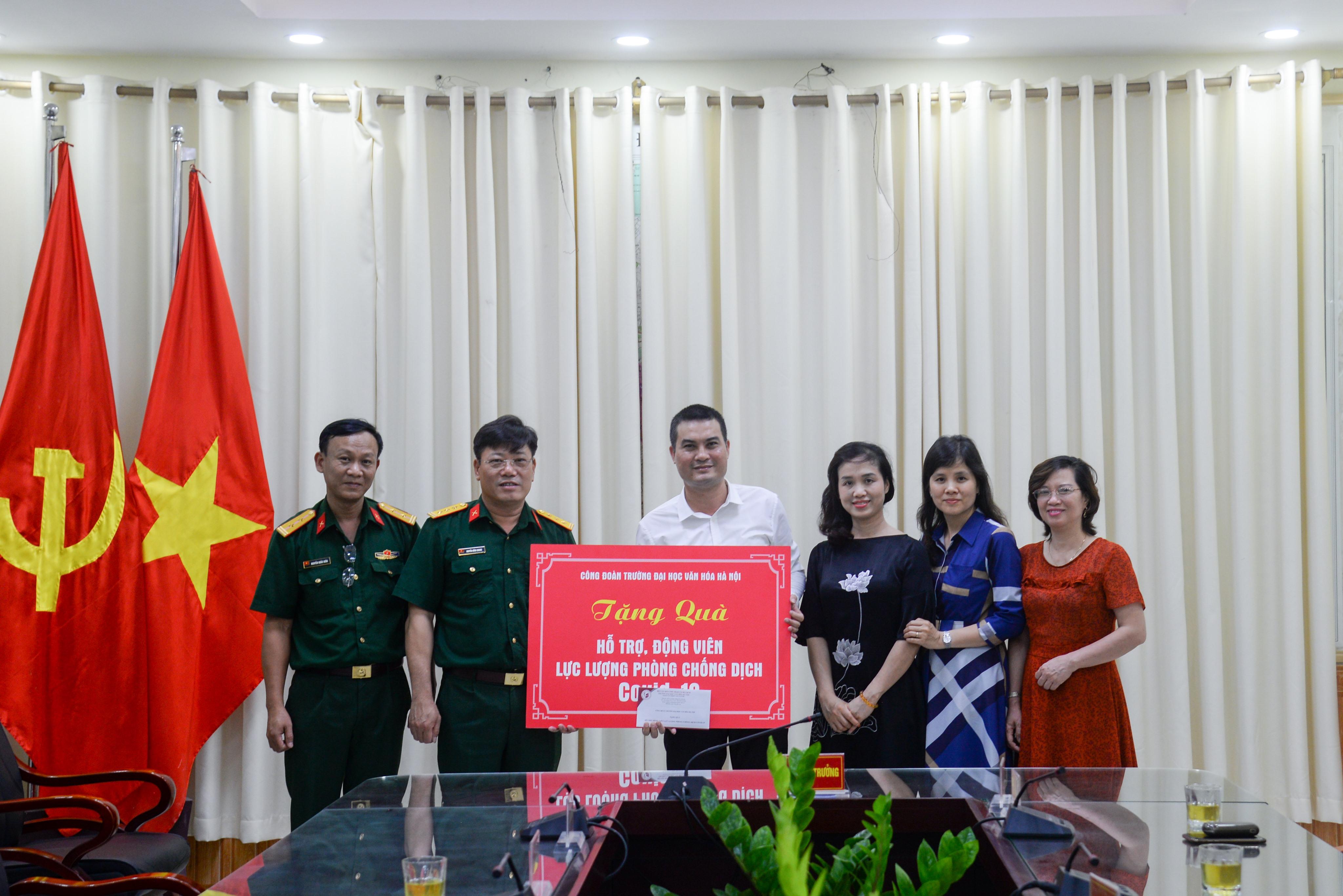 Công đoàn Trường Đại học Văn hóa Hà Nội động viên lực lượng trên tuyến đầu phòng, chống dịch Covid – 19 tại quận Đống Đa.