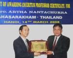 Trao bằng giáo sư danh dự cho PGS.TS Artha Nantachurra