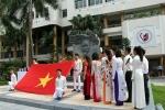 Lễ chào cờ, phát động phong trào thi đua làm theo lời Bác và cắt băng ra mắt các tập bài giảng