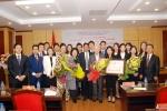 Lễ trao tặng kỷ niệm chương Vì sự nghiệp VHTTDL cho ông Kim Woo Choong, cựu Chủ tịch tập đoàn Daewoo, Hàn Quốc.